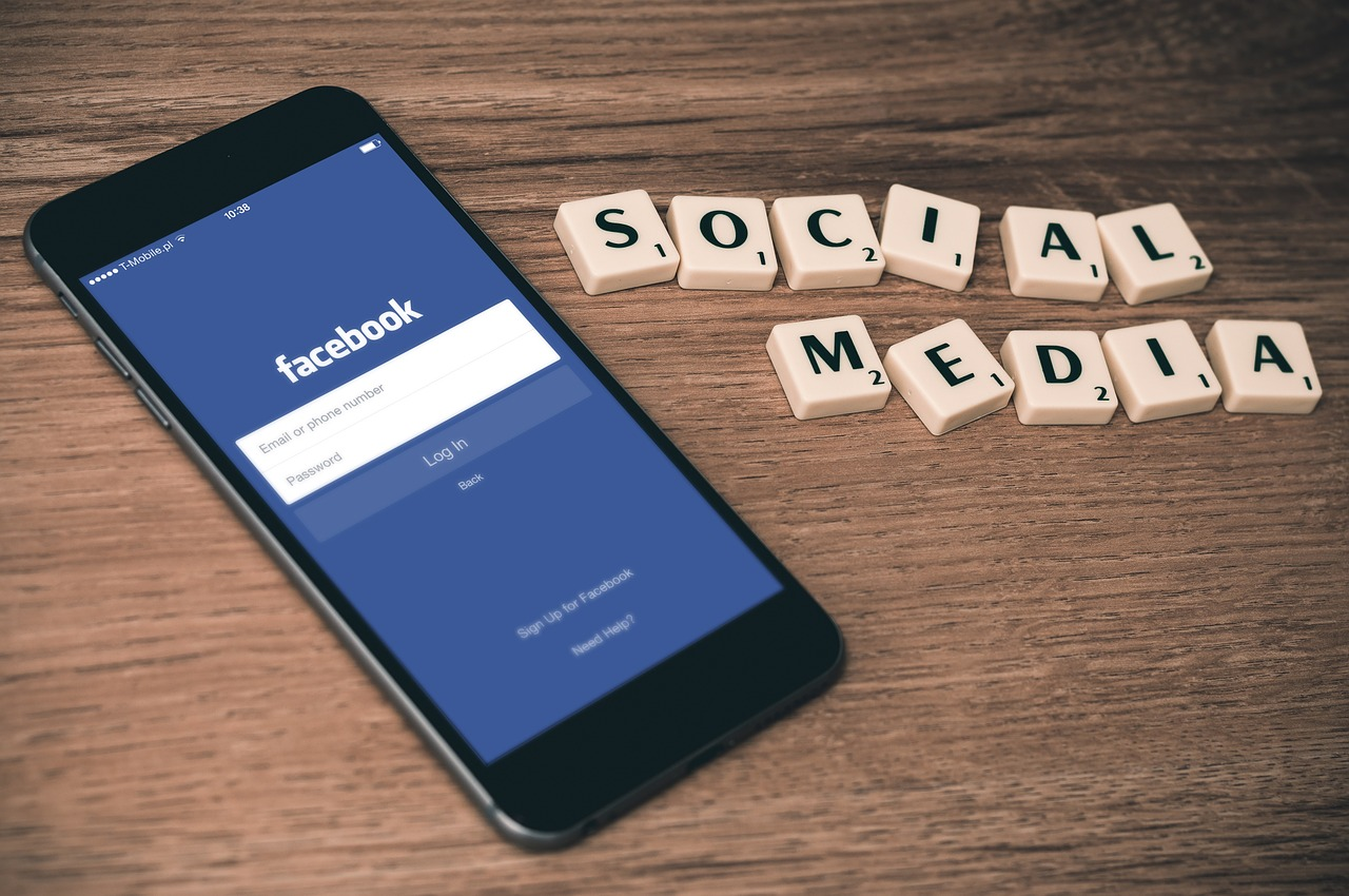איך יוצרים קשר עם פייסבוק